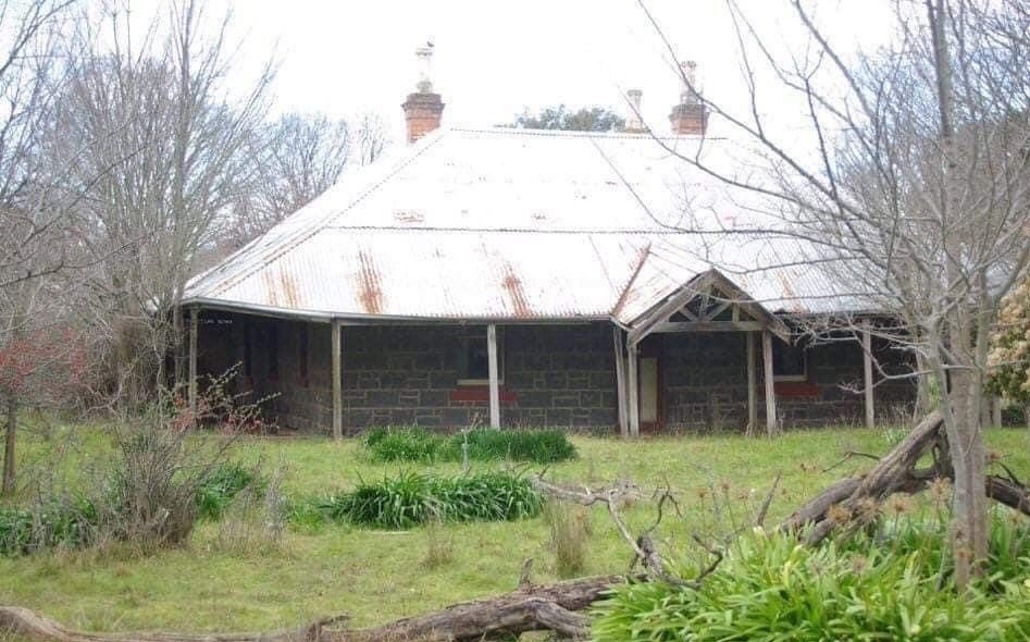 'Craigie Lee', Yan Yean, on the corner of Old Plenty Road and Arthurs Creek Road, where the author's grandmother Blanche Hurrey's childhood family lived.  My grandfather James Draper, the sixth child of Charles and Catherine Draper, was born at Running Creek, now Arthurs Creek.  Jim lived at 'Charnwood' until his marriage to Blanche in 1900, when they moved to 'Barton Hill'
