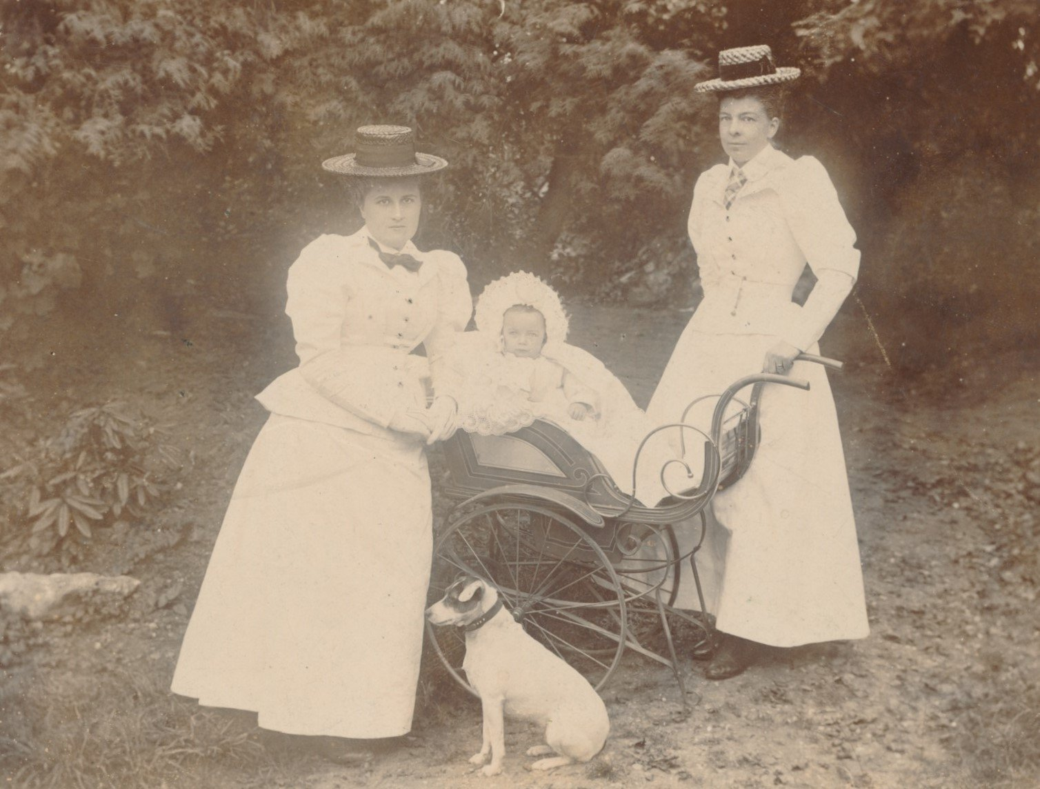 Fanny Catherine Draper (1866-1944), pictured right, with her daughter Victoria 'Kathleen' Smith (1897-1978)