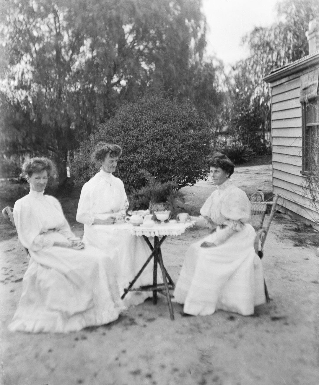 Left to right: Florence 'Floss' Agnes Reid (1875-1966), Susanna 'Susie' Lucy Reid (1865-1954) and Adela Barton Reid (1863-1958)