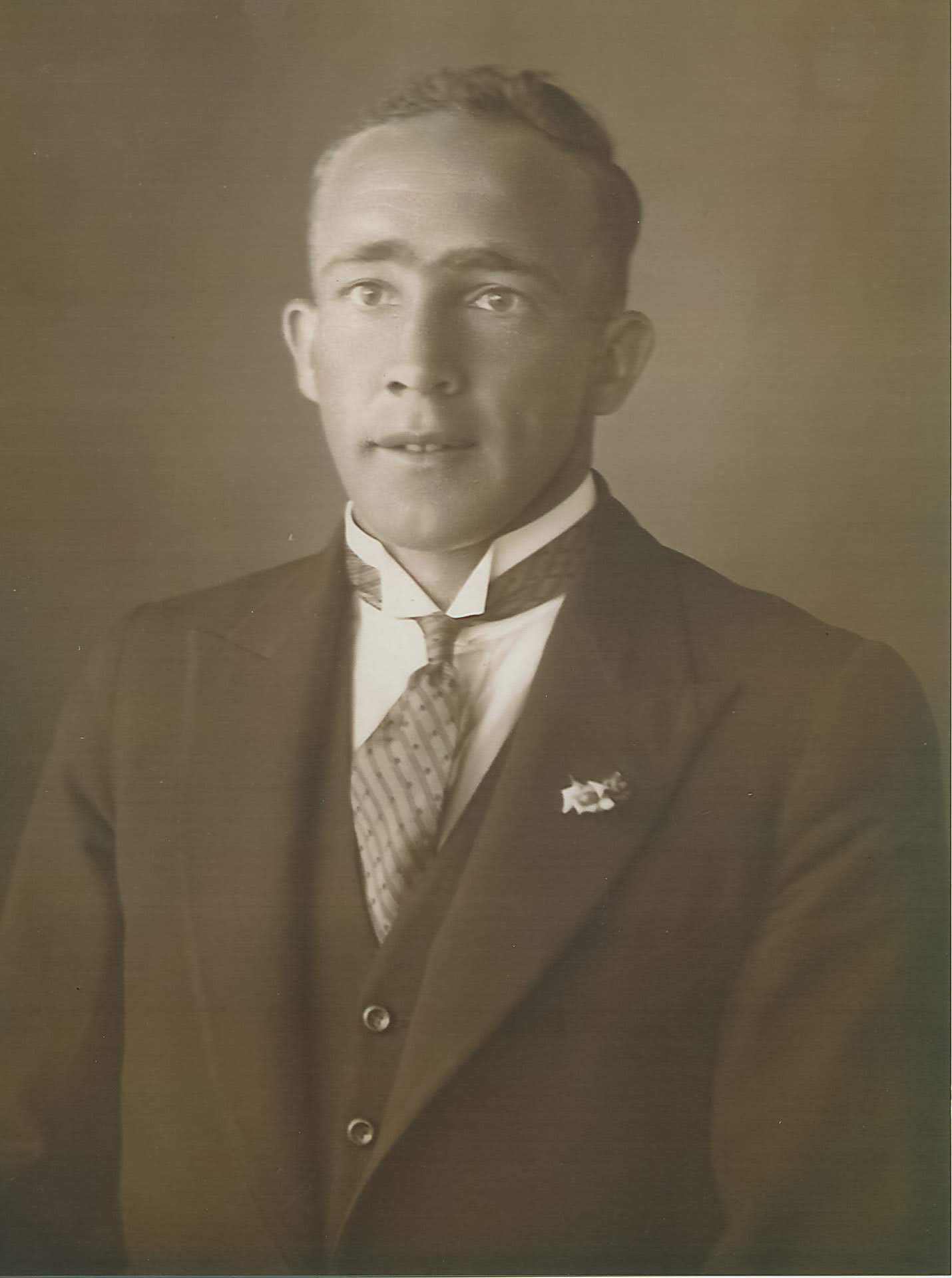 My father, James Chester Draper was born in 1905 at 'Barton Hill', and was known as Chester in the Arthurs Creek area so as not to be confused with his father, Jim Draper.  However my father was also known as Jim when he lived in Heyfield