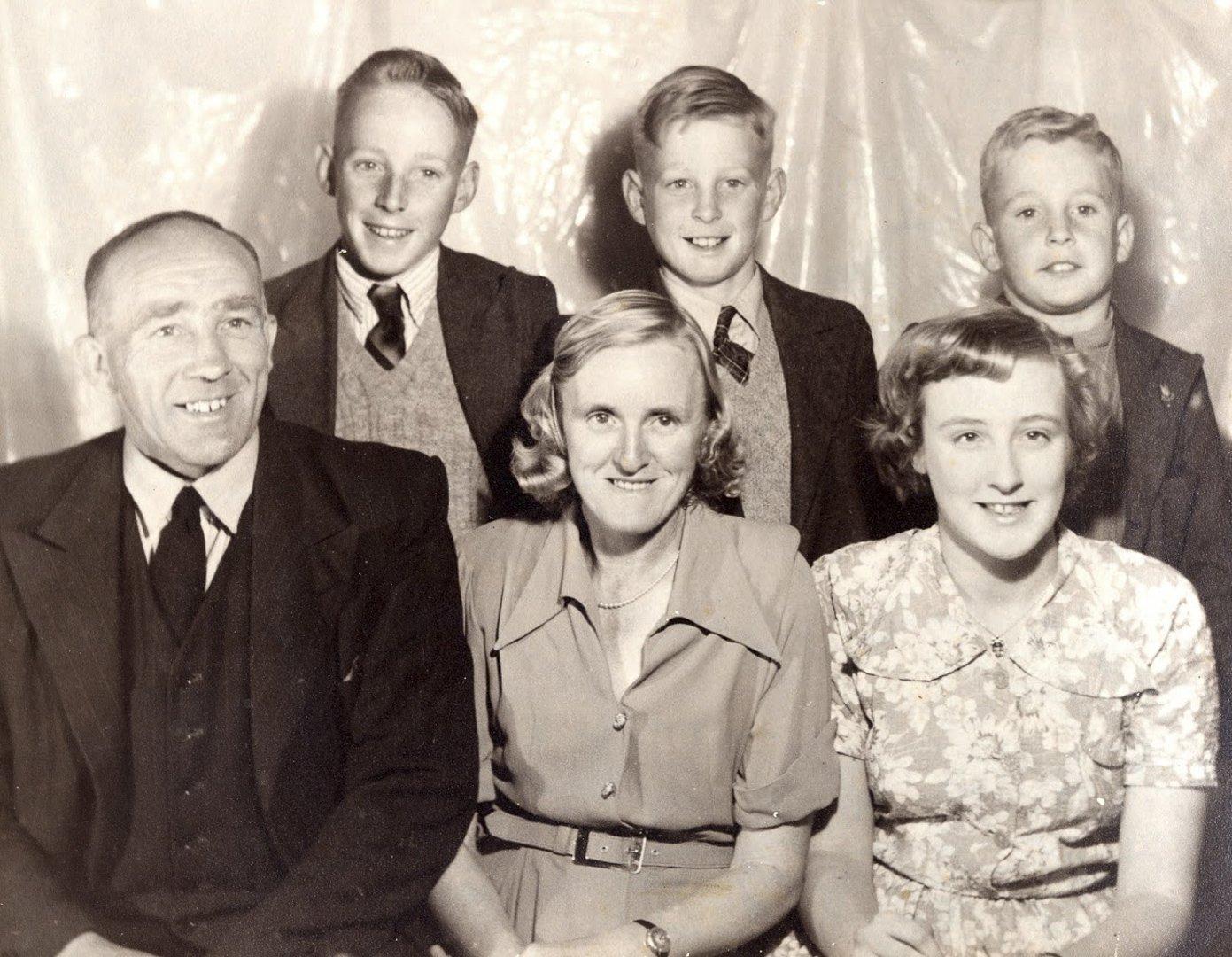 Front row: James Chester Draper, Beatrice Violet Draper (née Jullyan) and eldest child, Elaine.  Back row: Robert, Alan and Bruce Draper c 1949